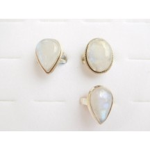 Ring / Rainbow Moonstone / sterling silver (ass shapes & sizes)